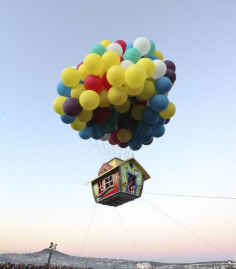 Up movie inspired balloon house the odd blogg for Housse ballon yoga