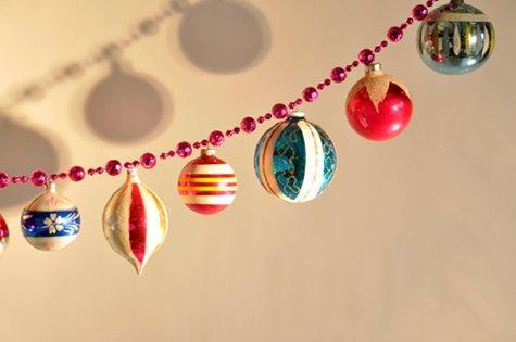 Guirnaldas navideñas con chirimbolos y perlas