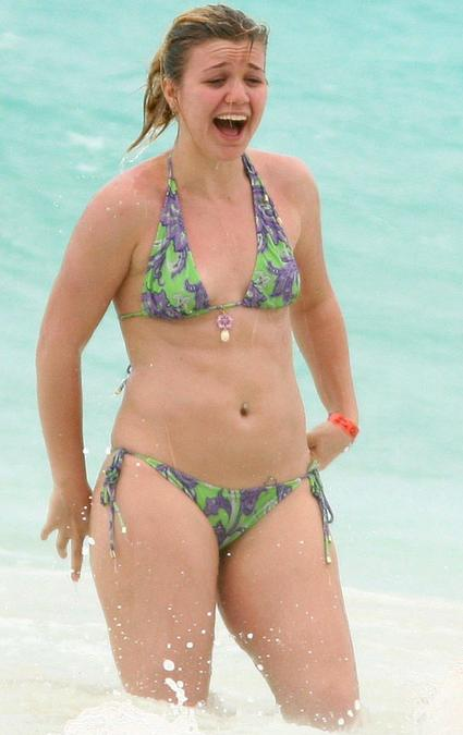 Kelly Clarkson in Bikini