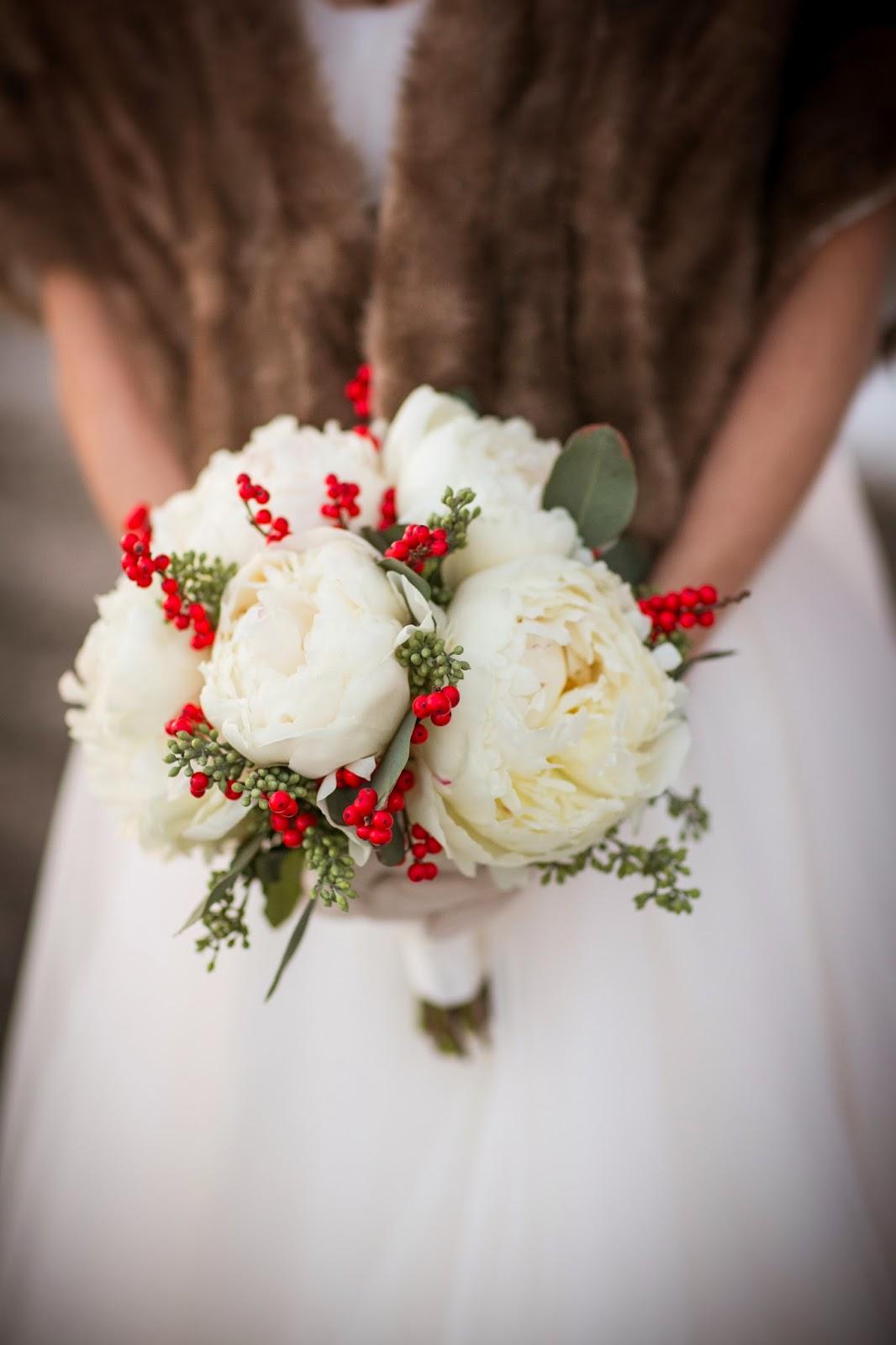 white peony & ilex berry bouquet : winter wedding : les fleurs : zev fisher photography : willowdale estate