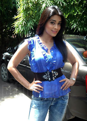 Actress Shreya hot stills