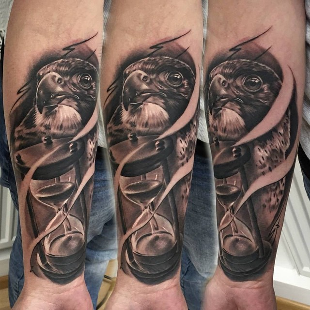 eagle head and hourglass tattoo tattoo geek ideas for best tattoos. Black Bedroom Furniture Sets. Home Design Ideas
