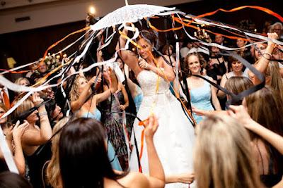 O significado oculto da dança no casamento judaico