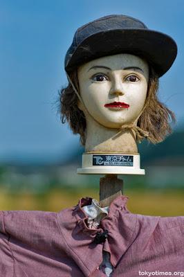 Seramnya Manekin Sawah Yang Digunakan Petani Jepang