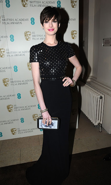 Anne Hathaway BAFTAs 2013 outfit