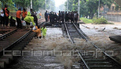 Tanggul Jebol banjir jakarta 2013