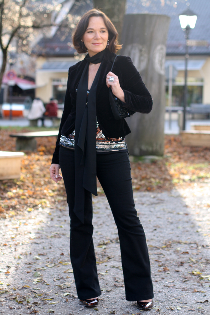 Party look in flared jeans velvet blazer u0026 sequins | Lady of Style