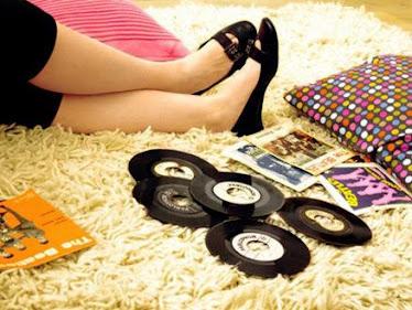 cuando sientas ambre puedes enserrarte en tu cuarto escuchar unos buenos discos i distraerte