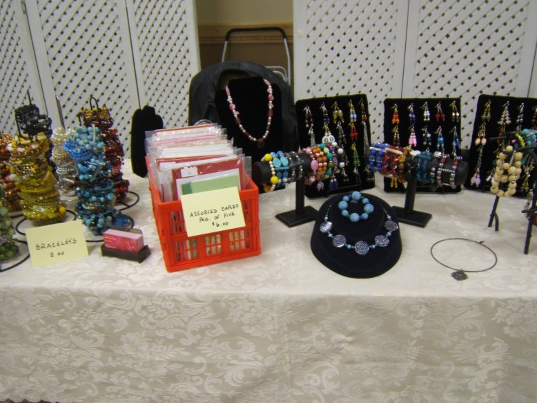 Fall Craft Show Ideas http://chelencarter-retiredandlovingit.blogspot.com/2011/11/my-first-fall-christmas-craft-sale.html