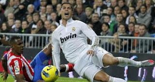 Cristiano terminó el derbi con el tobillo golpeado