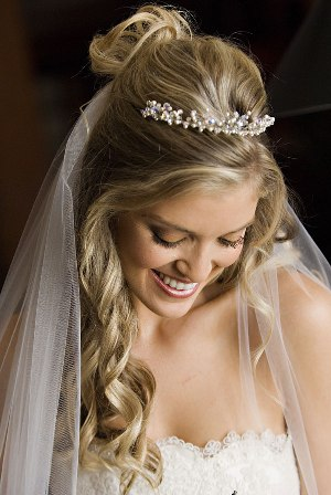 Short Wedding Hairstyles Pictures. Bridal+hairstyles+down+with+