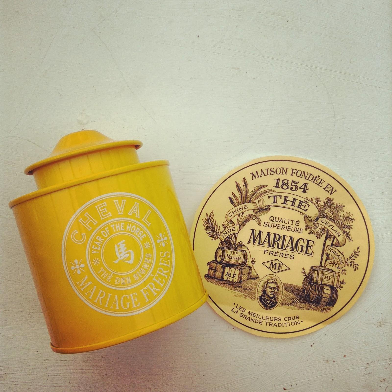 boîte jaune laquée sérigraphiée thé des signes mariage frères
