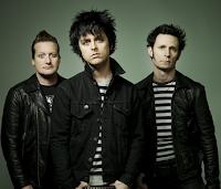 """Personil  Billie Joe Armstrong  Mike Dirnt  Tre Cool  Mantan anggota  John Kiffmeyer Biografi  Green Day adalah band punk rock asal Amerika yang dibentuk pada tahun 1987 di Berkeley, California. Band ini terdiri dari trio Billie Joe Armstrong, Mike Dirnt, dan Tre Cool. Green Day sangat diakui karena keberhasilan mereka dalam membuat genre punk rock kembali terkenal, bersama-sama dengan Sublime, The Offspring, dan Rancid.  Pada tahun 1990, bersama dengan drummer pertama mereka, John Kiffmeyer, Green Day merekam album pertama mereka, 39/Smooth. Namun pada tahun yang sama, Tre Cool menggantikan menggantikan posisi drummer John Kiffmeyer yang keluar karena ingin melanjutkan kuliah. Tré Cool kemudian mulai berkontribusi pada album kedua Green Day, Kerplunk, dan telah menjadi anggota tetap sejak itu. Album terobosan Green Day, Dookie, yang dirilis pada tahun 1994, berhasil mendapatkan status diamond dari RIAA dan membawa Green Day ke puncak karir mereka. Namun, bertolakbelakang dengan Dookie, tiga album Green Day berikutnya, berturut-turut Insomniac,  Nimrod, dan Warning, gagal mendapatkan sukses seperti Dookie. Meski Insomniac dan Nimrod berhasil mendapatkan status platinum dan Warning mendapatkan status emas, ketiga album tersebut justru memperlihatkan popularitas mereka yang secara keseluruhan menurun drastis.[4] Adalah album rock opera mereka pada tahun 2004, American Idiot, yang mengembalikan popularitas mereka, terutama dengan penggemar dari generasi yang lebih muda. American Idiot terjual lebih dari 5 juta copy di Amerika Serikat sendiri. Album kedelapan mereka, 21st Century Breakdown, dirilis pada 2009.  Green Day telah menjual lebih dari 65 juta copy album mereka di seluruh dunia dengan 24,639 juta di AA sendiri. Green Day telah memenangkan 5 penghargaan Grammy Awards: Best Alternative Album untuk Dookie, Best Rock Album untuk American Idiot, Record of the Year untuk """"Boulevard of Broken Dreams"""", Best Rock Album untuk kedua kalinya untuk 21st Century Breakdown da"""