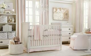 cuarto de bebé rosa y blanco