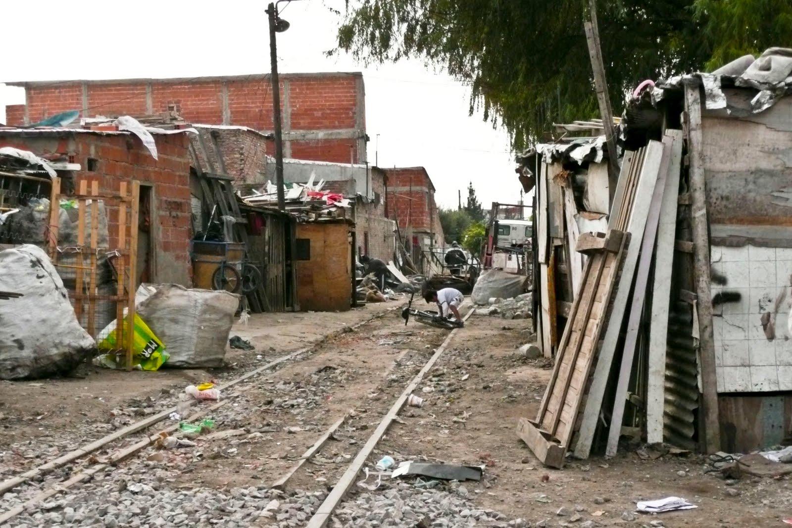 Fundacion convivir haci ndole frente al paco en la villa for Villas en argentina
