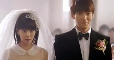 Song Ji Hyo 송지효 and Choi Jin Hyuk 최진혁 as bride and groom.