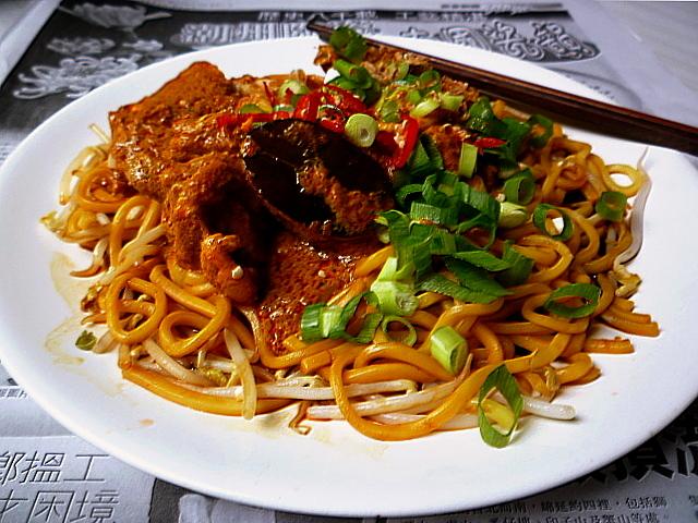 3 hungry tummiesDry Chicken Curry Noodles 乾咖喱雞麵