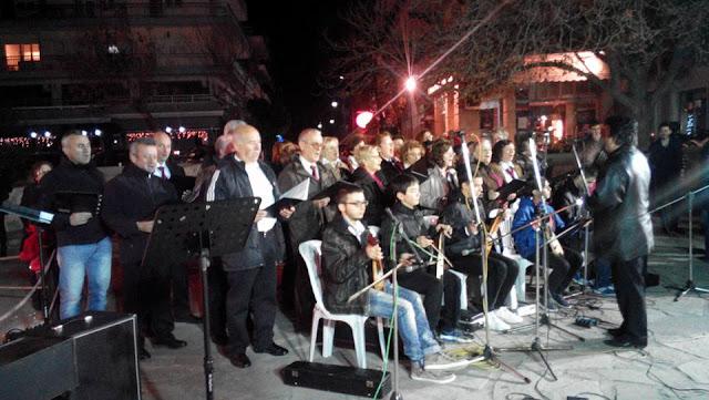 Η συμμετοχή της χορωδίας των Ακριτών στο άναμμα του Χριστουγεννιάτικου δέντρου στην Ηλιούπολη