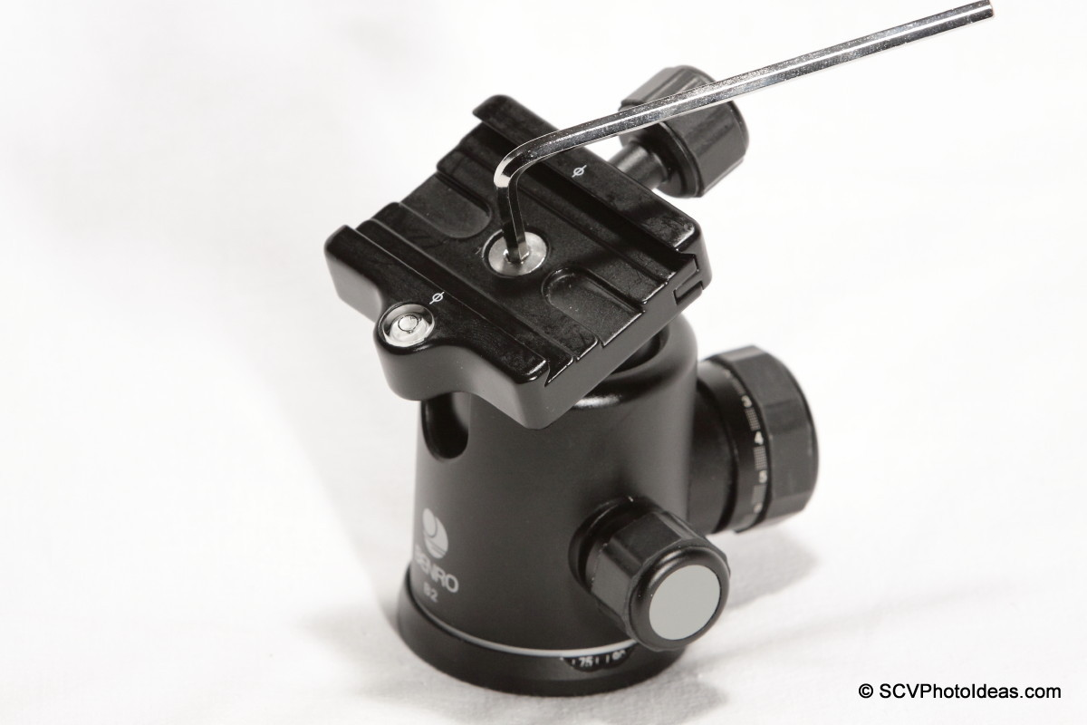 Removing QR clamp from Benro B-2 ball head