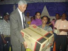 Diputado Nelson Guillén rinde homenaje a las madres en San Cristóbal