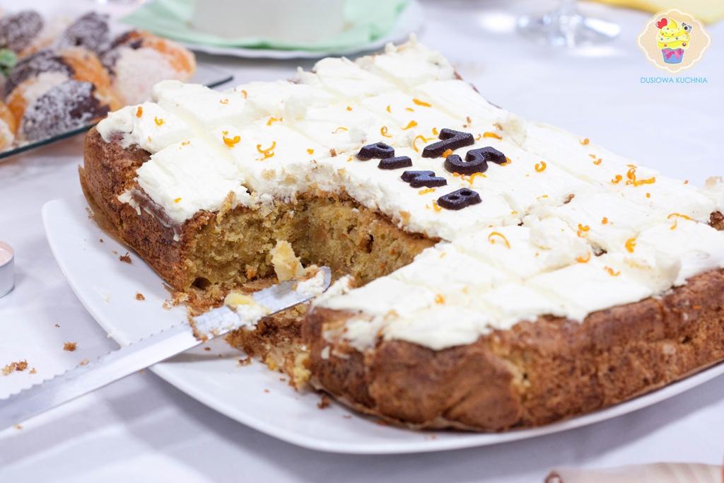 ciasto marchewkowe z mascarpone, marchewkowe ciasto z kremem mascarpone, ciasto z marchewek