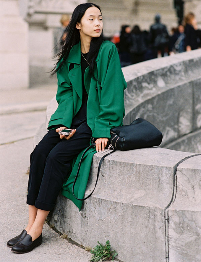Street Style Xiao Wen Ju 39 S Green Coat The Front Row View