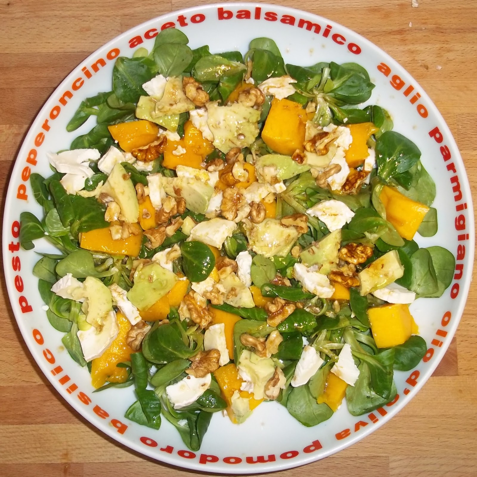 ensalada de aguacate y mango con vinagreta de naranja