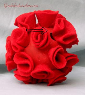 "alt=""Life on Lakeshore Drive DIY Valentine's Felt Roses Topiary"""