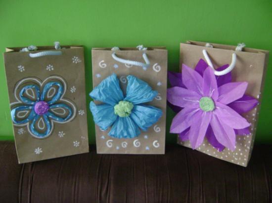 Blog manualidades emylau bolsas de papel decoradas para - Hacer bolsas de papel para regalo ...