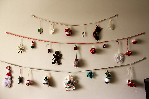 Red Sea Home: DIY Ornament Display