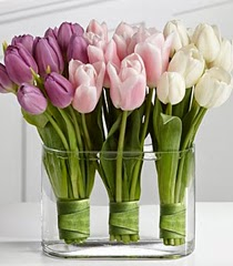 Украса с пролетни цветя