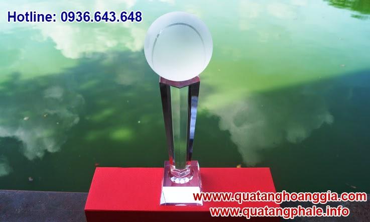 Cúp tennis pha lê là món quà ý nghĩa và sang trọng dánh riêng cho các giải thể thao về tennis quần vợt