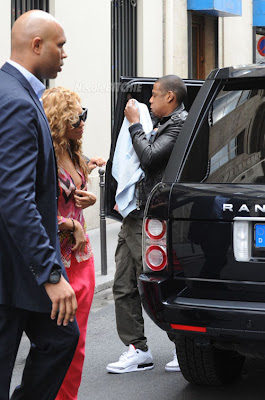 Beyonce  Blue  on Jay Z Spotted Carrying Baby Blue Ivy In Paris   Blue Ivy Carter