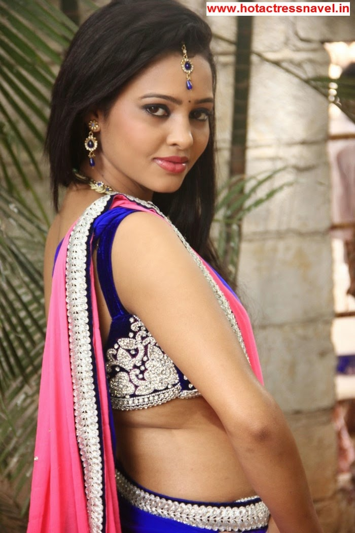Geeth Shah Hot Hip And Bare Back Show In Manitha Kadhal Alla Movie