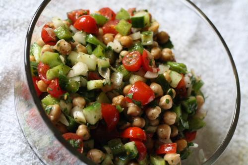 Mediterranean_Chickpea_Salad-2.jpg