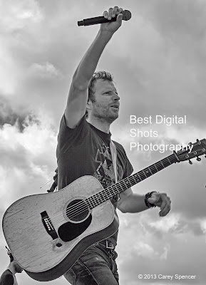 dierks bentley riser i hold on concert photography by carey spencer. Cars Review. Best American Auto & Cars Review