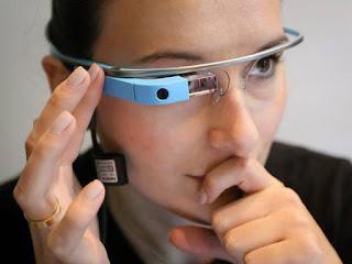 Μια νέα καταναλωτική έκδοση των έξυπνων γυαλιών της Google θα εμφανιστεί μετά ένα χρόνο, λέει μια έκθεση