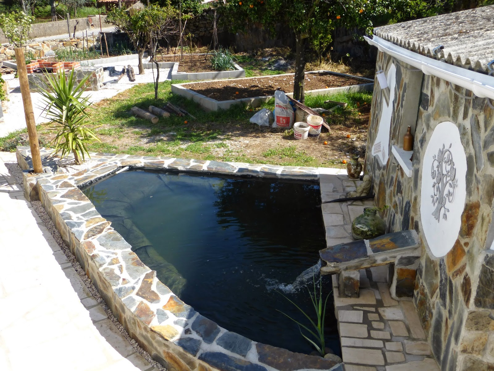 Caz and rob 39 s renovation in portugal garden fish pond for Concrete garden pond