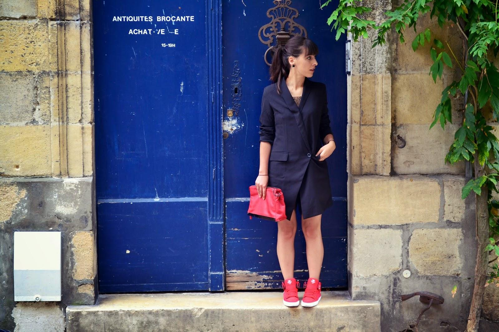 L'article avec du rouge et ma robe costard...