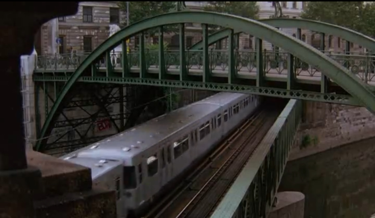 Puente Del Metro De Viena Before Sunrise Building Films