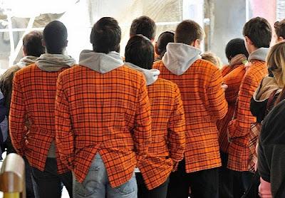 Стильный оранжевый галстук.