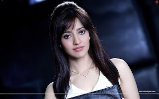 Hot Neha Sharma Close up Wallpaper