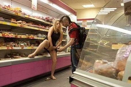 FotosNua.Com Como roubar uma galinha de um supermercado