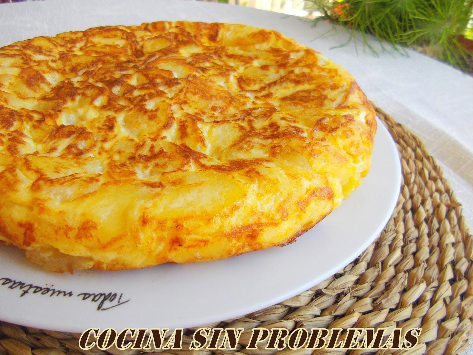 Hacer una tortilla de patatas no es complicado, para quien no sepa ...