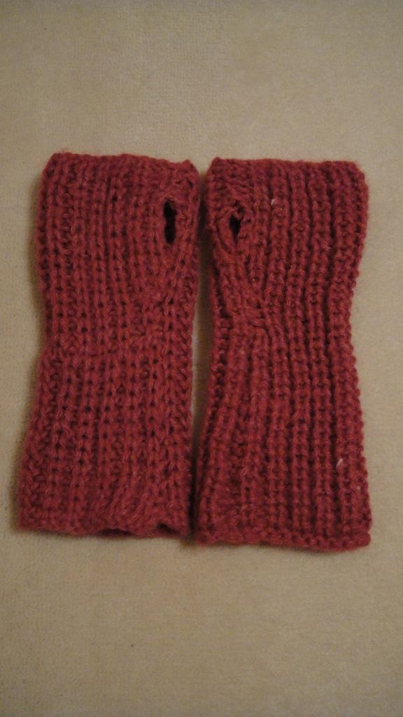 Patons Knitting Patterns For Fingerless Gloves : LittleMsBusy: Patons Soft HazeFingerless Gloves and Pom ...