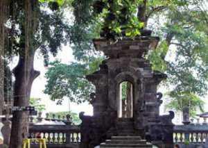 Gapura Sendang Tirta Kamandanu