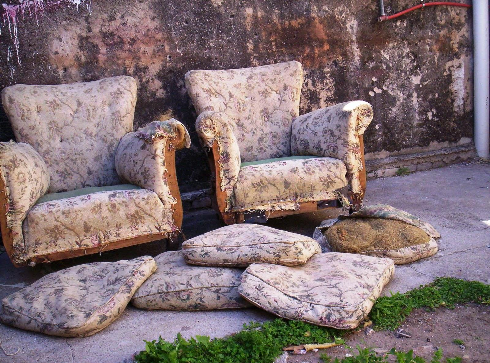 Reciclado de sillas y sillones juego de living reciclado for Reciclado de sillones
