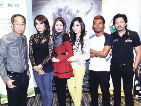 Malaysia, Berita, Gossip, Gosip, Hiburan, Selebriti, Artis Malaysia, Diganggu, makhluk halus, Paku Pontianak