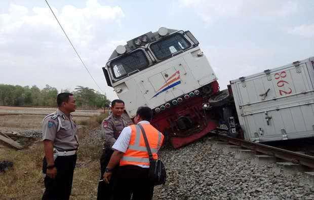 Setelah Nabrak Mobil Boks, Kereta Argo Bromo Anjlok di Subang