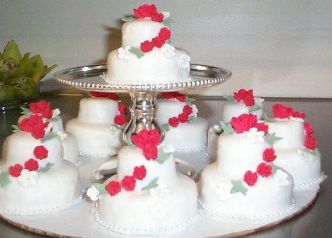 The Awesometastic Bridal Blog Mini Wedding Cakes